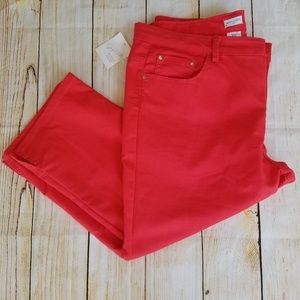 Jaclyn Smith  crop pants. Size 18